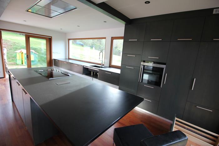 cuisine 04 2015 en granit noir l tano pierre granit andr demange. Black Bedroom Furniture Sets. Home Design Ideas