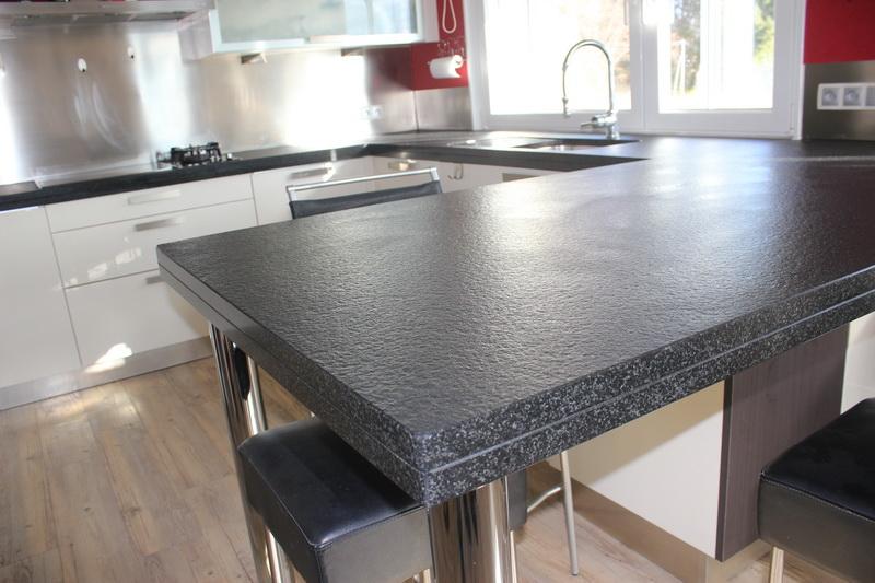 Cuisine granit noir flamm bross pierre granit andr for Paillasse cuisine granit